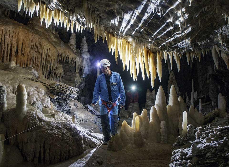 Speleology between active tourism activities between Burgos and La Rioja